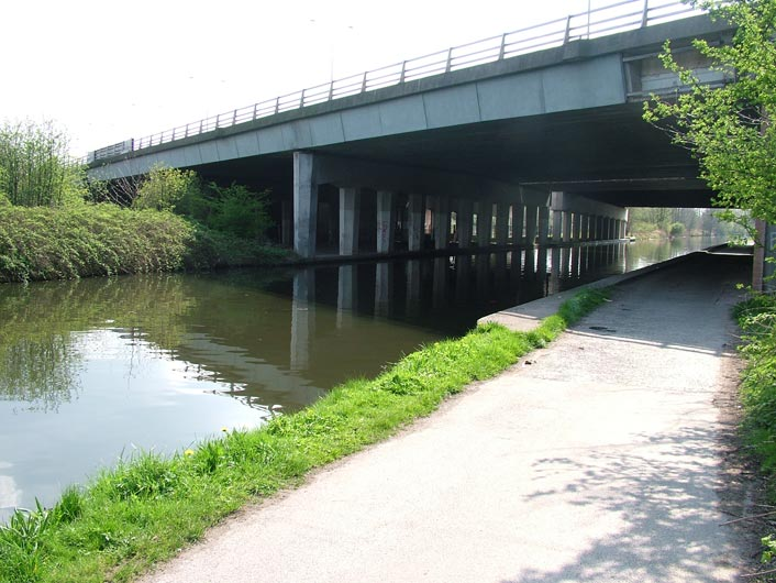 Ugly M60 motorway bridge (Bridge 37)