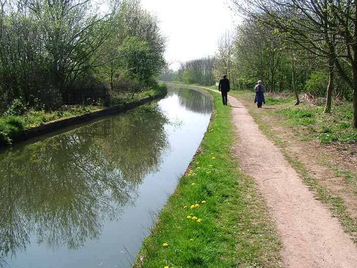 Canal narrows as we approach River Bollin aqueduct