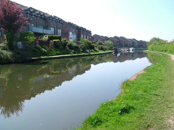 Houses by the canal at Lymm
