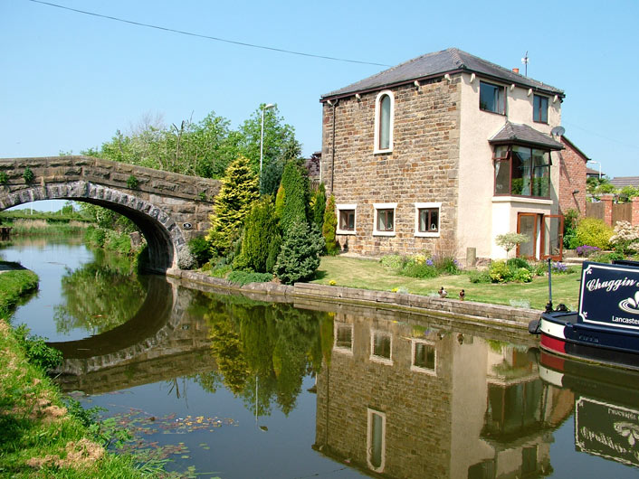 Nice house by Cottam Mill bridge (Bridge 16)