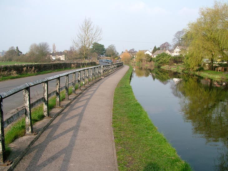 Approaching Lancaster, a road parallel to the towpath