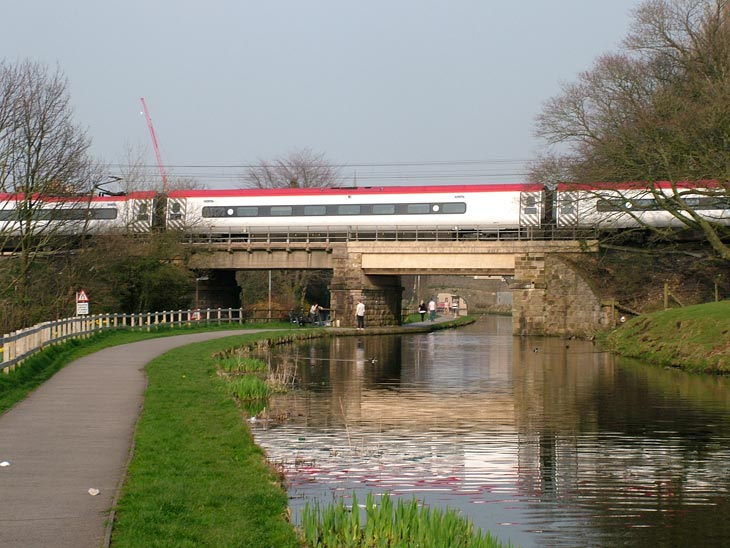 Virgin train on unnamed bridge (Bridge 97)
